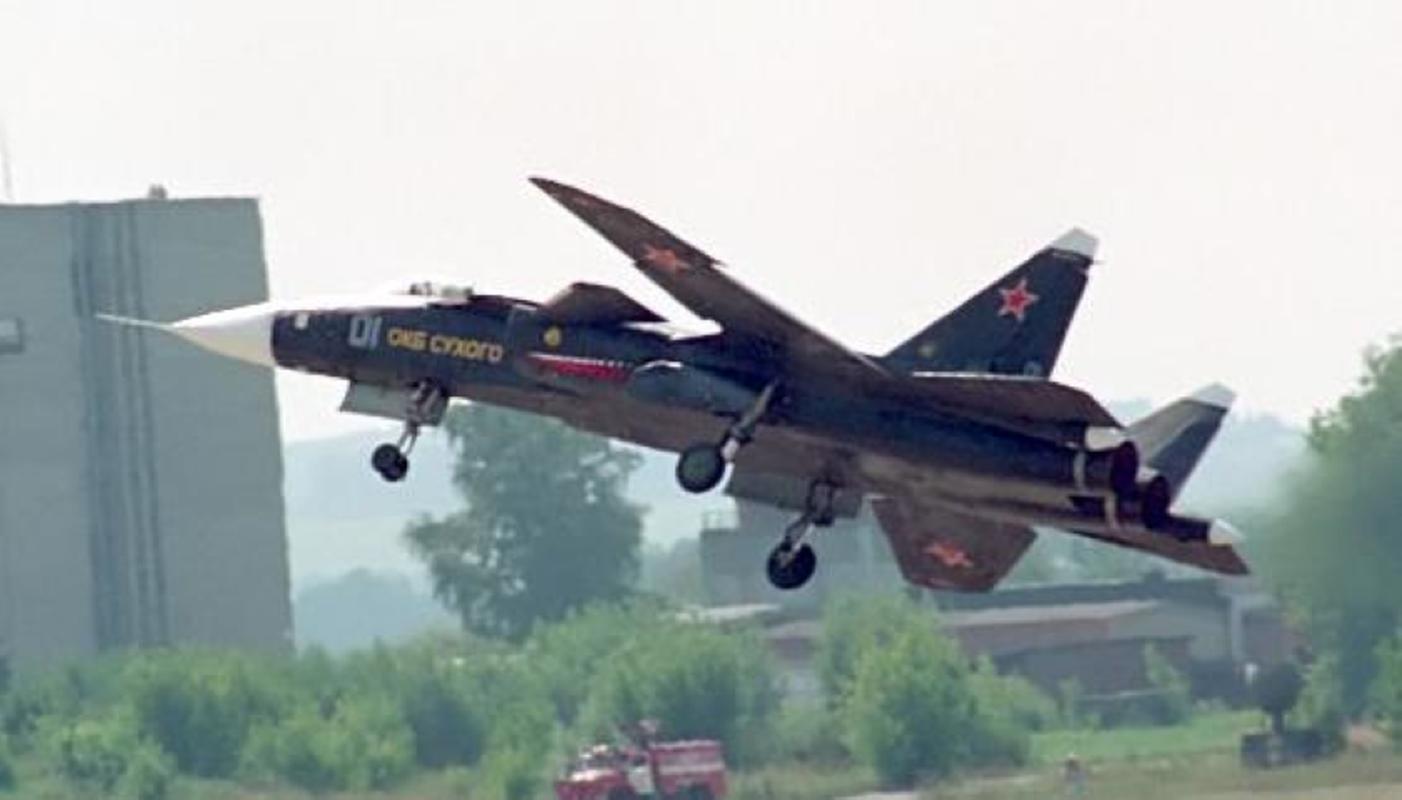Tiem kich ham the he sau cua Trung Quoc gay soc khi rat giong Su-47-Hinh-13