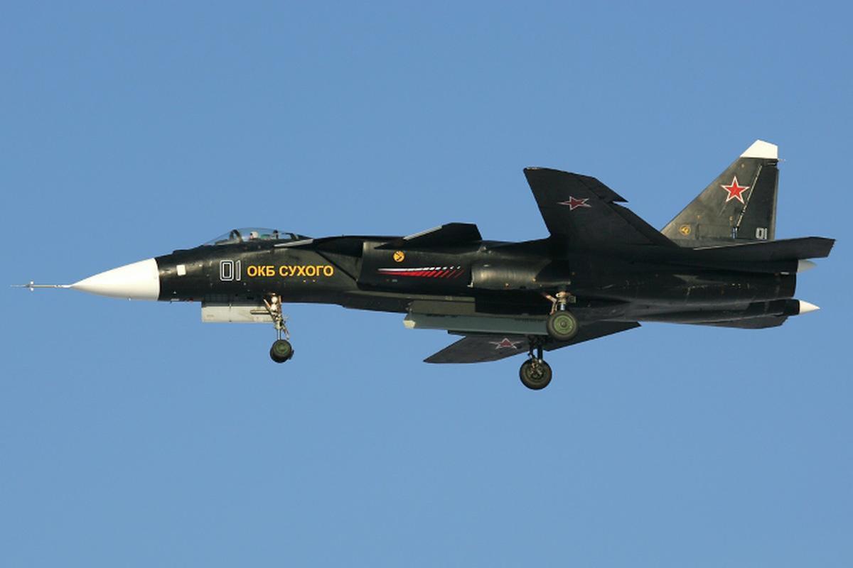 Tiem kich ham the he sau cua Trung Quoc gay soc khi rat giong Su-47-Hinh-14