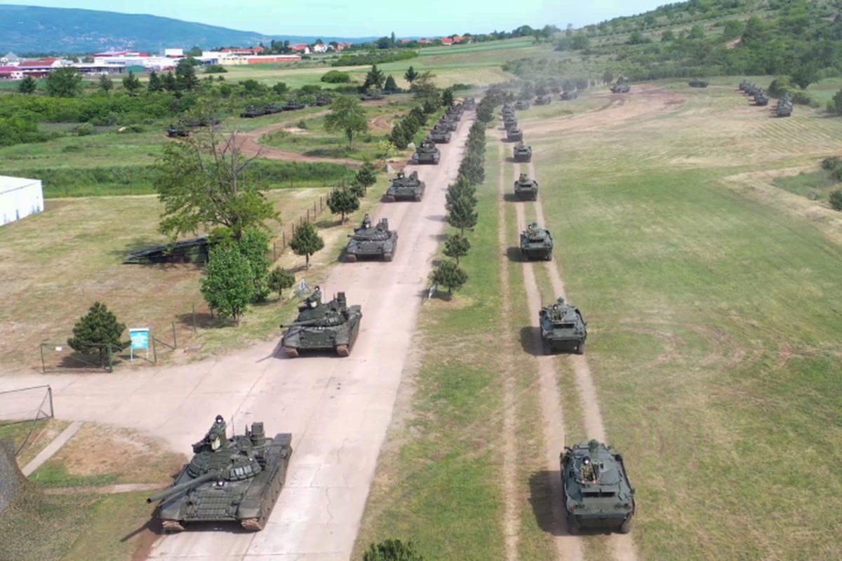 Serbia dieu xe tang toi tan moi duoc Nga vien tro toi bien gioi Kosovo-Hinh-13