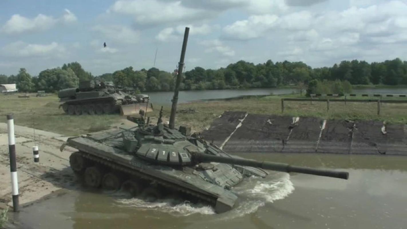Xe tang chu luc T-72B3: Khong hien dai nhat, nhung thuc dung!-Hinh-6