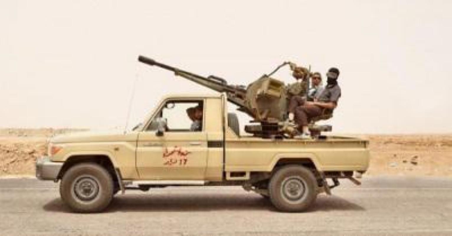 Vu linh My doi thuoc la lay xe ban tai gan sung may Nga de bao ve san bay Kabul-Hinh-10