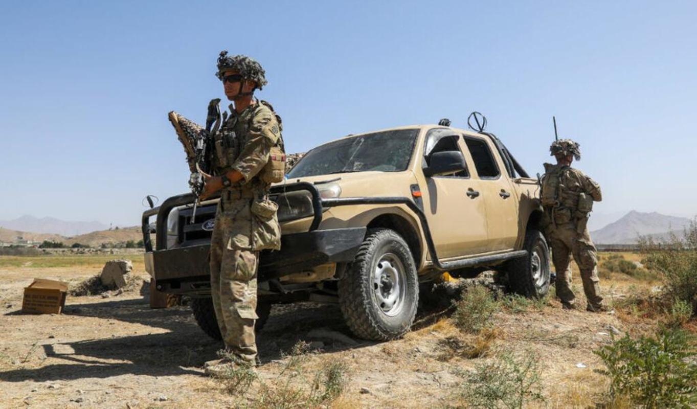 Vu linh My doi thuoc la lay xe ban tai gan sung may Nga de bao ve san bay Kabul-Hinh-16