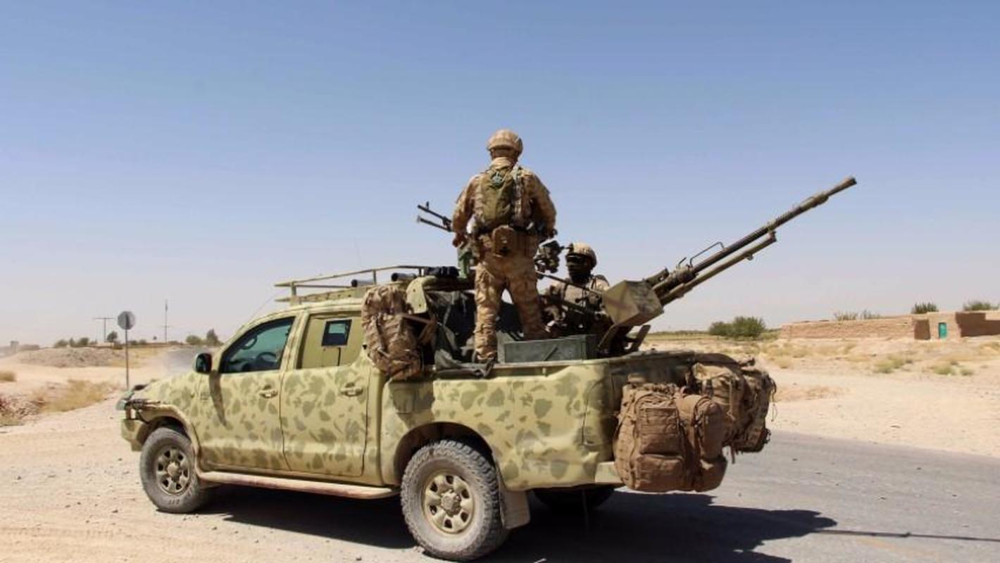 Vu linh My doi thuoc la lay xe ban tai gan sung may Nga de bao ve san bay Kabul-Hinh-17