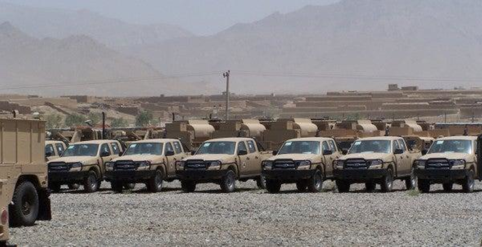 Vu linh My doi thuoc la lay xe ban tai gan sung may Nga de bao ve san bay Kabul-Hinh-19