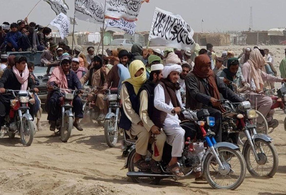 Vu linh My doi thuoc la lay xe ban tai gan sung may Nga de bao ve san bay Kabul-Hinh-5