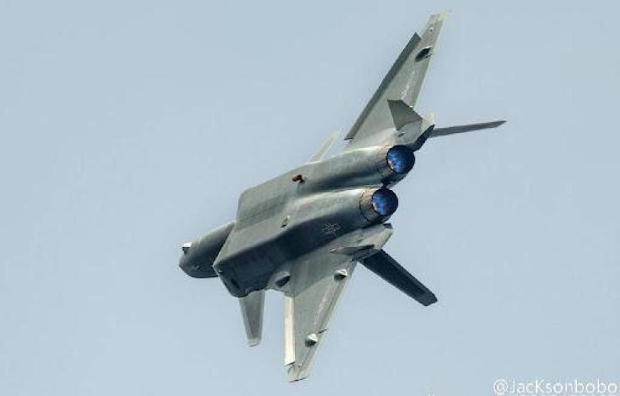 Tiem kich J-20B nang cap cua Trung Quoc lo diem yeu chi tu-Hinh-9