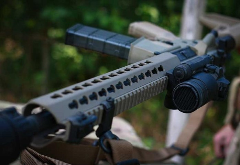 Ve binh Quoc gia Ukraine thay the sung AK bang sung AR-15 My-Hinh-11