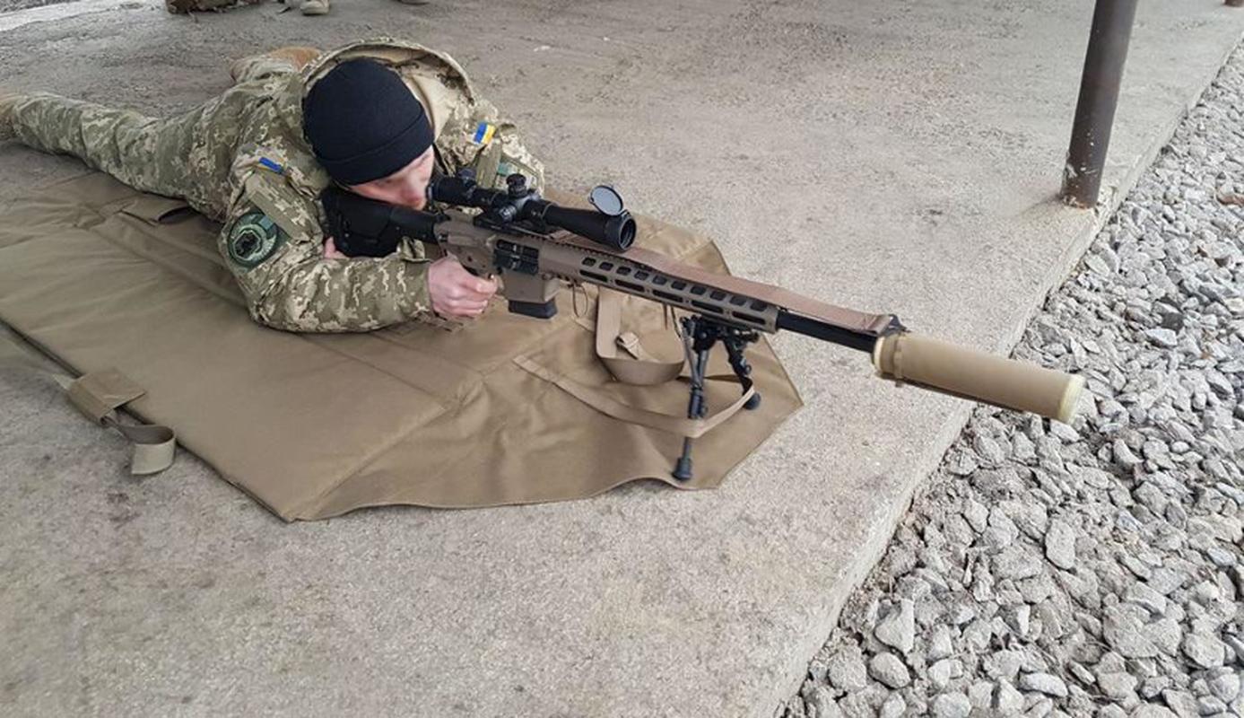 Ve binh Quoc gia Ukraine thay the sung AK bang sung AR-15 My-Hinh-13