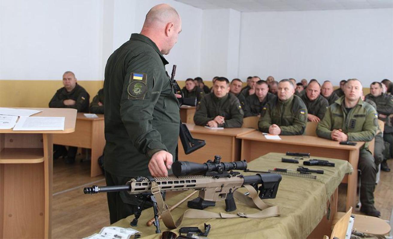 Ve binh Quoc gia Ukraine thay the sung AK bang sung AR-15 My-Hinh-2