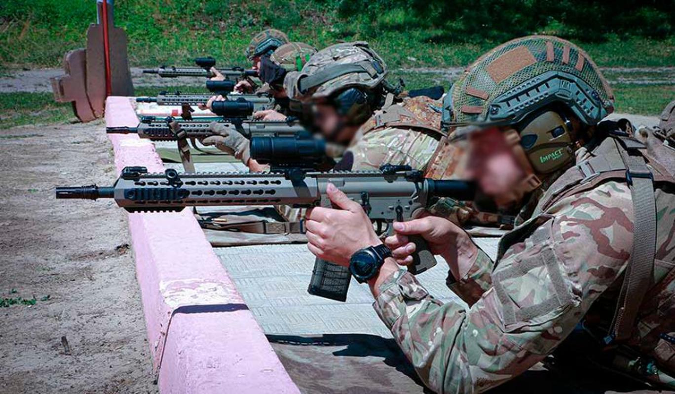 Ve binh Quoc gia Ukraine thay the sung AK bang sung AR-15 My-Hinh-7