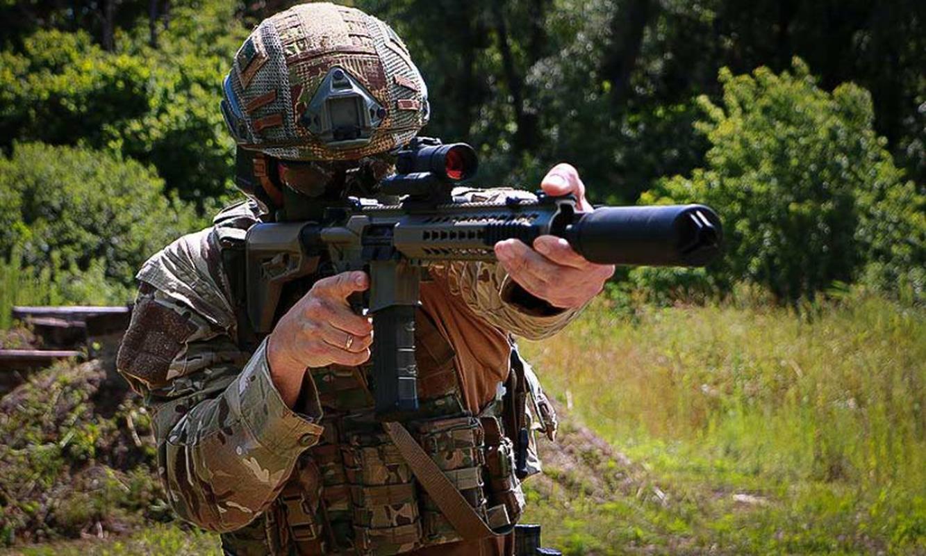 Ve binh Quoc gia Ukraine thay the sung AK bang sung AR-15 My-Hinh-8