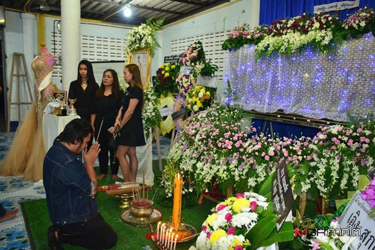 Le tang khong co mat cha me cua hoa hau Thai Lan 19 tuoi-Hinh-4