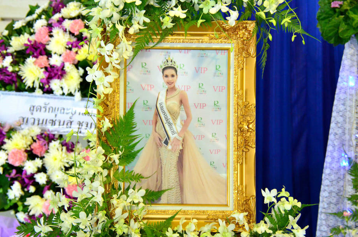 Le tang khong co mat cha me cua hoa hau Thai Lan 19 tuoi