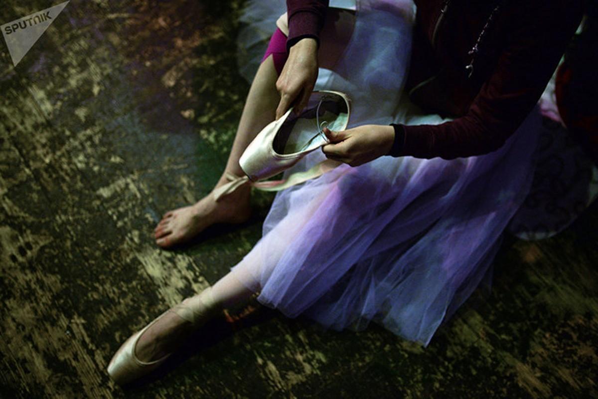 Kham pha cuoc song kho luyen cua cac vu cong Ballet tre-Hinh-12