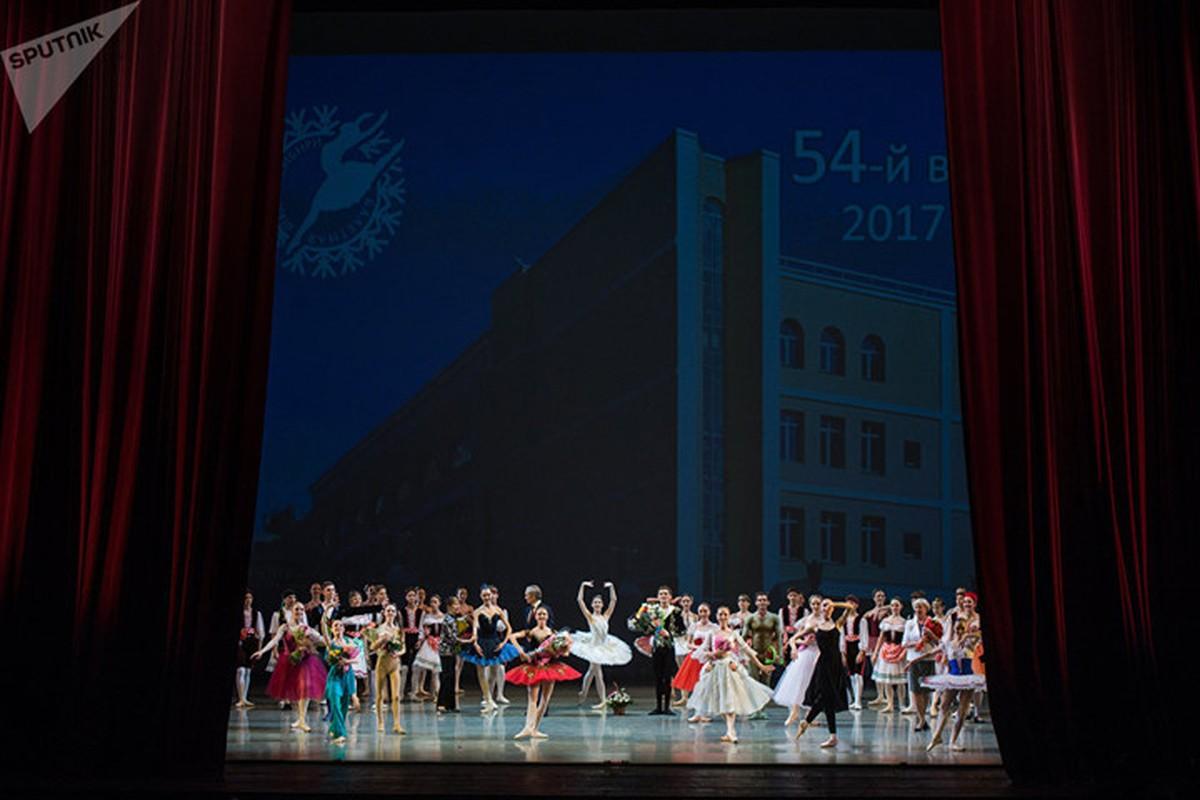 Kham pha cuoc song kho luyen cua cac vu cong Ballet tre-Hinh-13