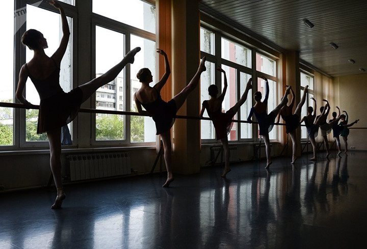 Kham pha cuoc song kho luyen cua cac vu cong Ballet tre-Hinh-5