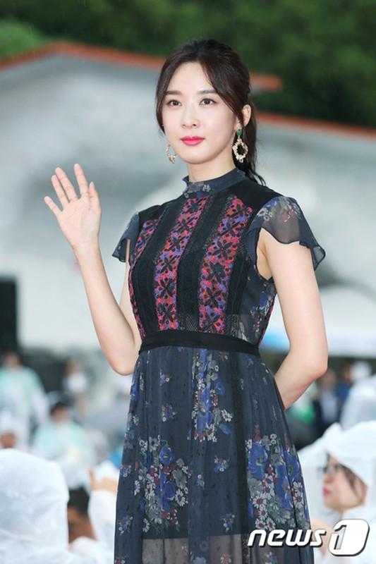My nhan Han khoe nhan sac tren tham do Jecheon-Hinh-8