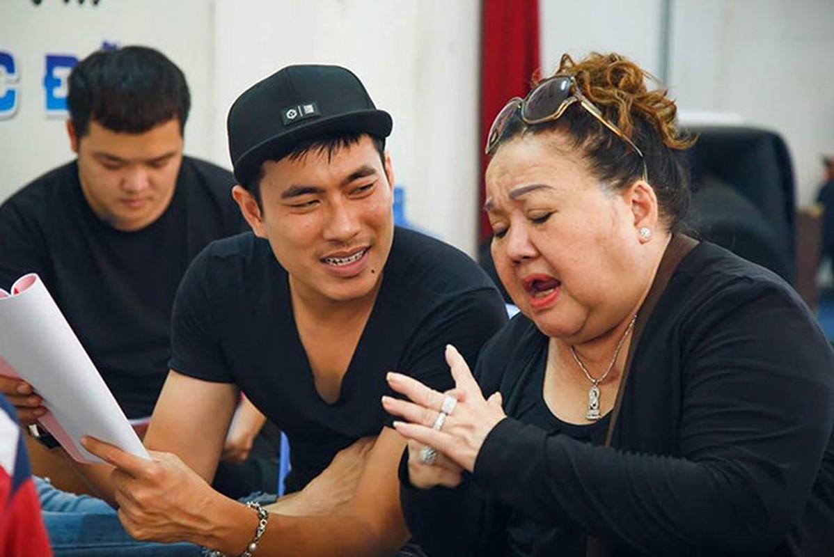 Kieu Minh Tuan tu tay dut cho Cat Phuong an khi nguoi yeu bi benh-Hinh-6