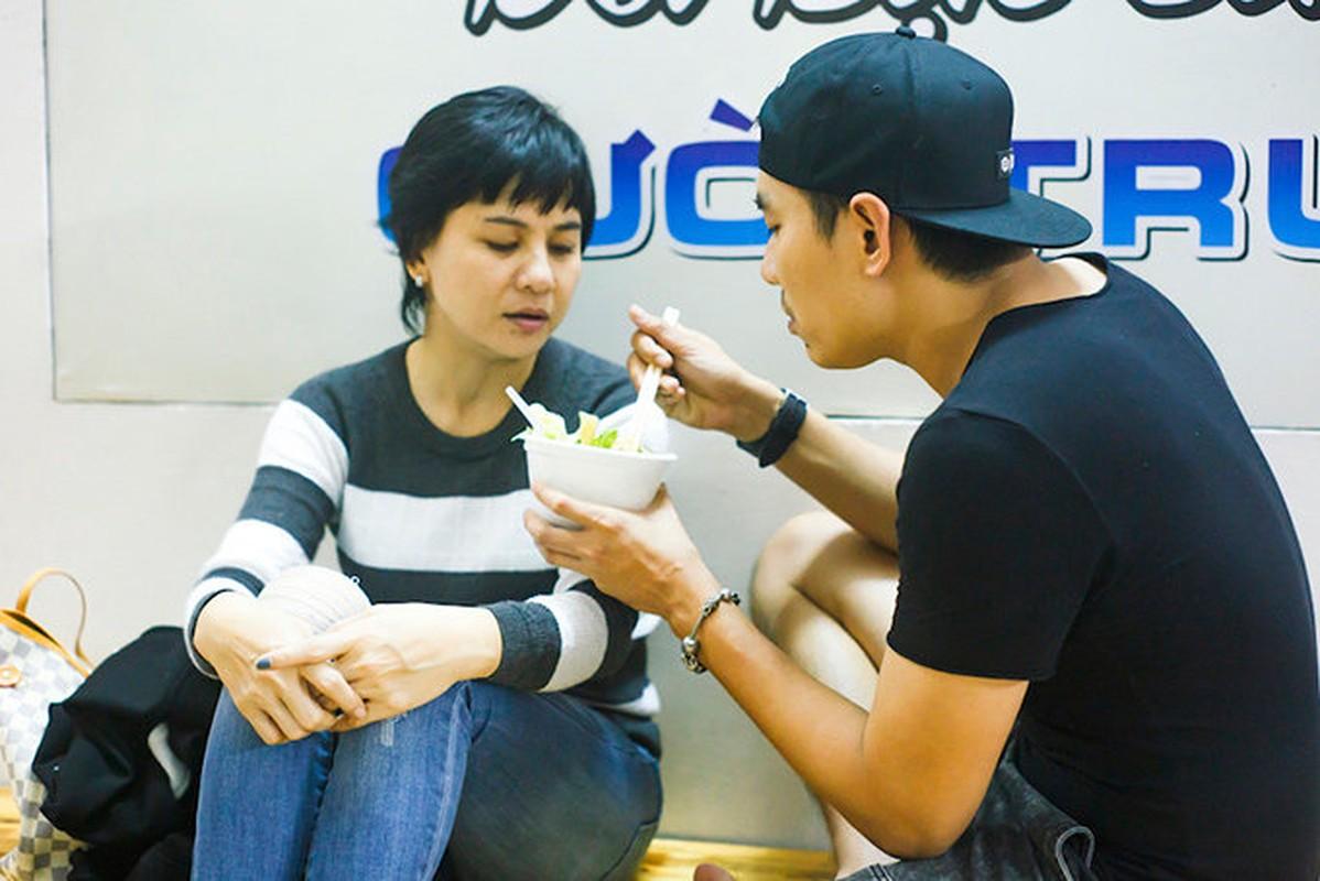 Kieu Minh Tuan tu tay dut cho Cat Phuong an khi nguoi yeu bi benh