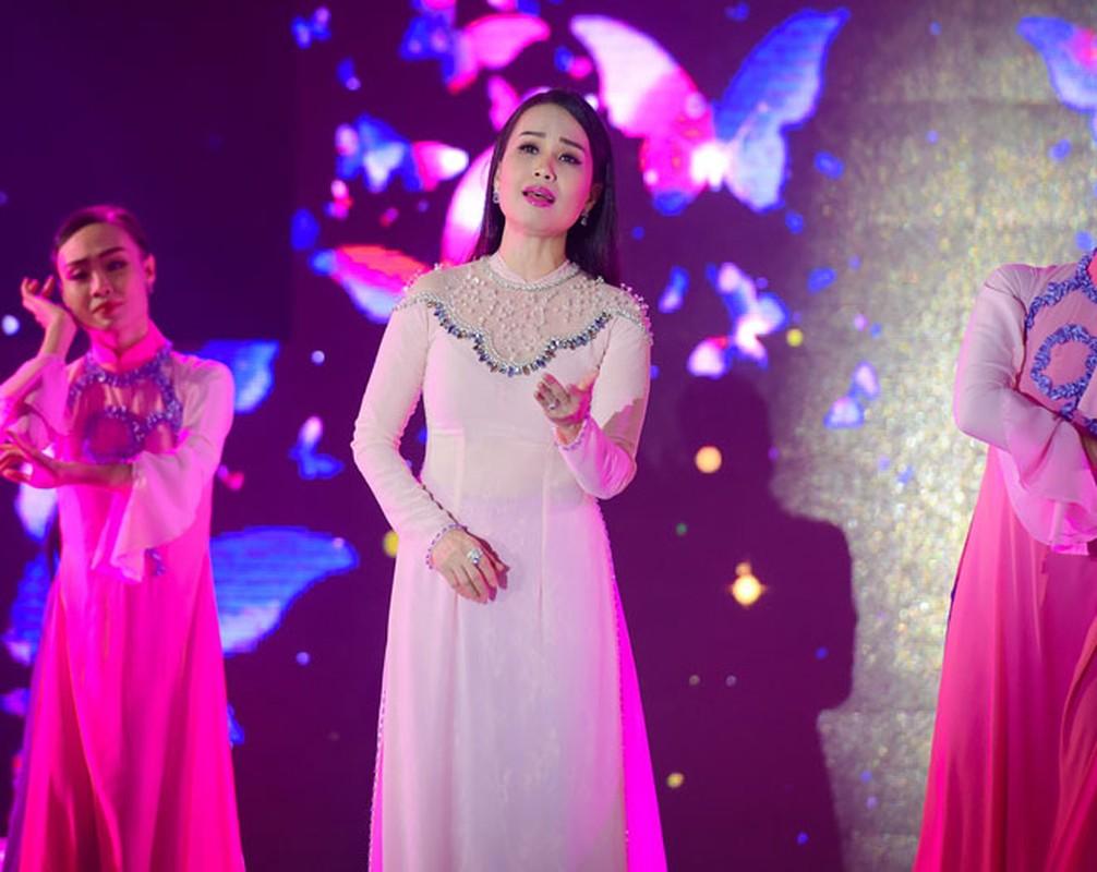 Tran Thanh 2 nam lam chong Hari Won van gia gai nhu that-Hinh-10