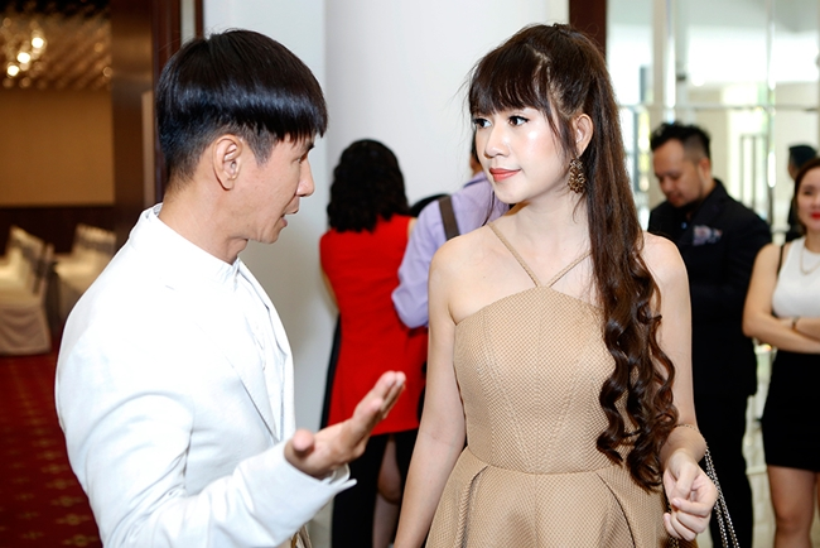 7 co vo tre dep tai nang kem hang chuc tuoi cua sao nam Viet-Hinh-9