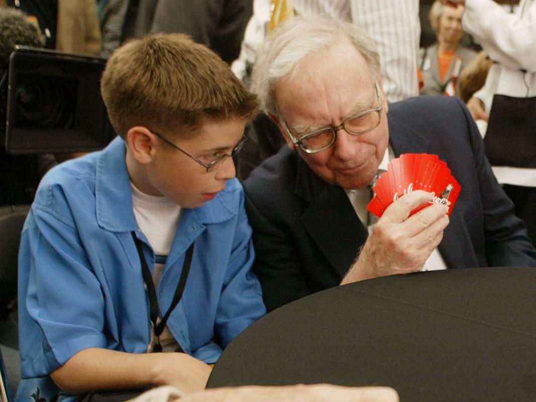 Giau thu ba the gioi, ty phu Warren Buffett tieu tien the nao?-Hinh-10