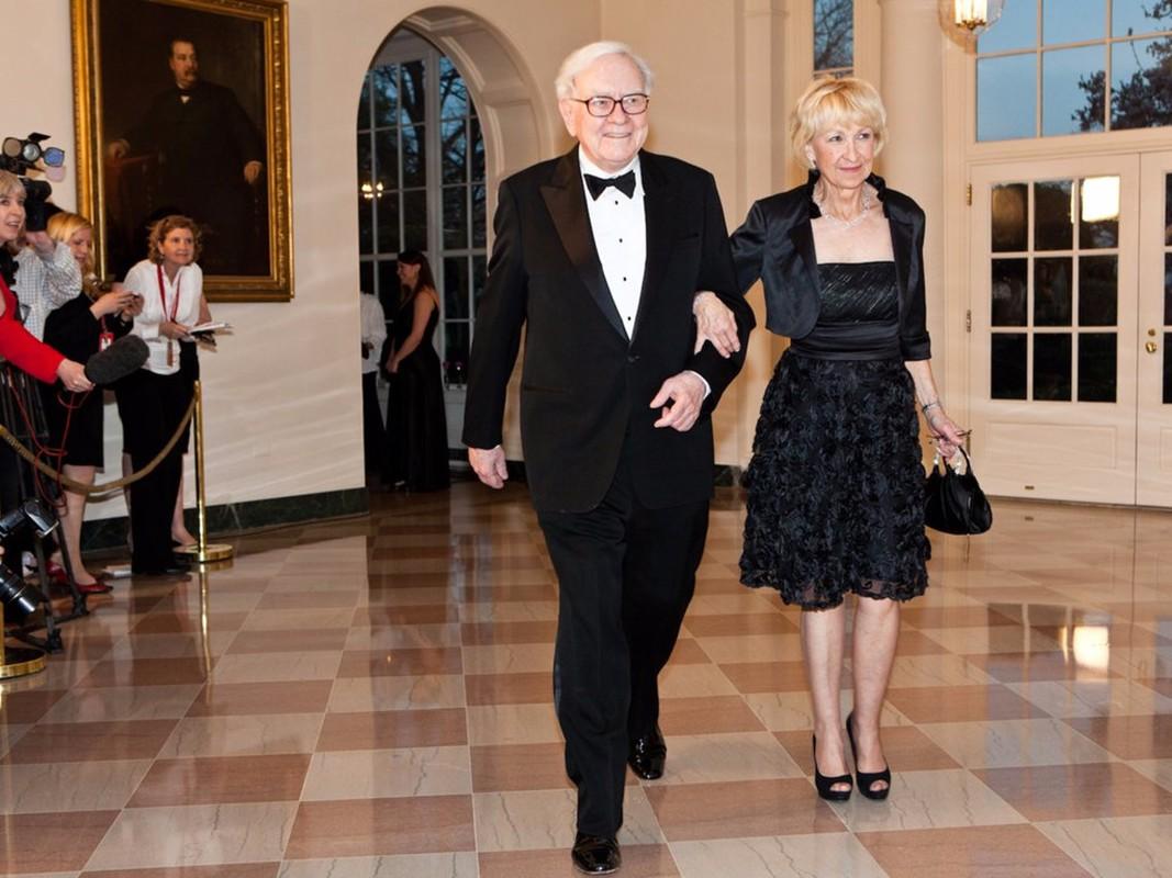 Giau thu ba the gioi, ty phu Warren Buffett tieu tien the nao?-Hinh-13