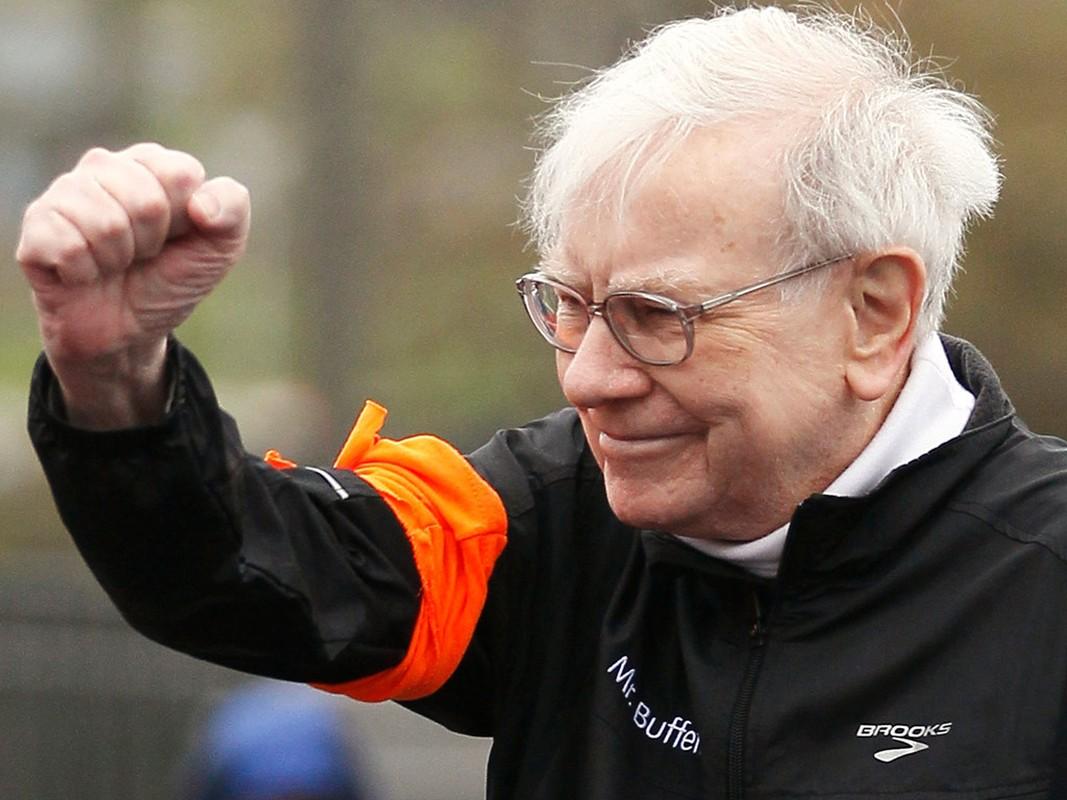 Giau thu ba the gioi, ty phu Warren Buffett tieu tien the nao?-Hinh-19