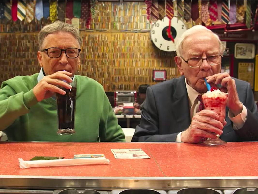 Giau thu ba the gioi, ty phu Warren Buffett tieu tien the nao?-Hinh-9