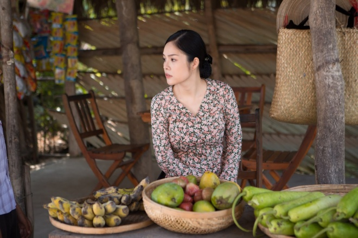 Duong Cam Lynh may 10 bo ao ba ba di ban nuoc mia, trai cay-Hinh-4