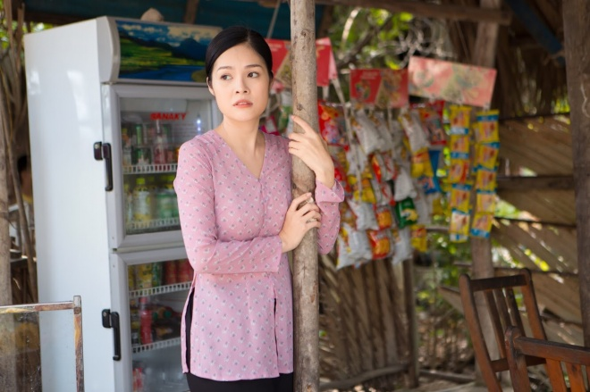 Duong Cam Lynh may 10 bo ao ba ba di ban nuoc mia, trai cay-Hinh-5