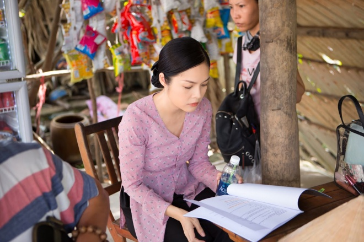 Duong Cam Lynh may 10 bo ao ba ba di ban nuoc mia, trai cay-Hinh-8
