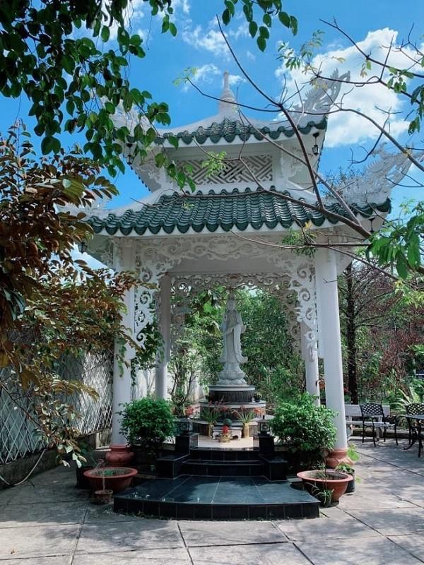 Vuon rop bong cay xanh trong ngoi nha ngoai thanh cua Viet Trinh