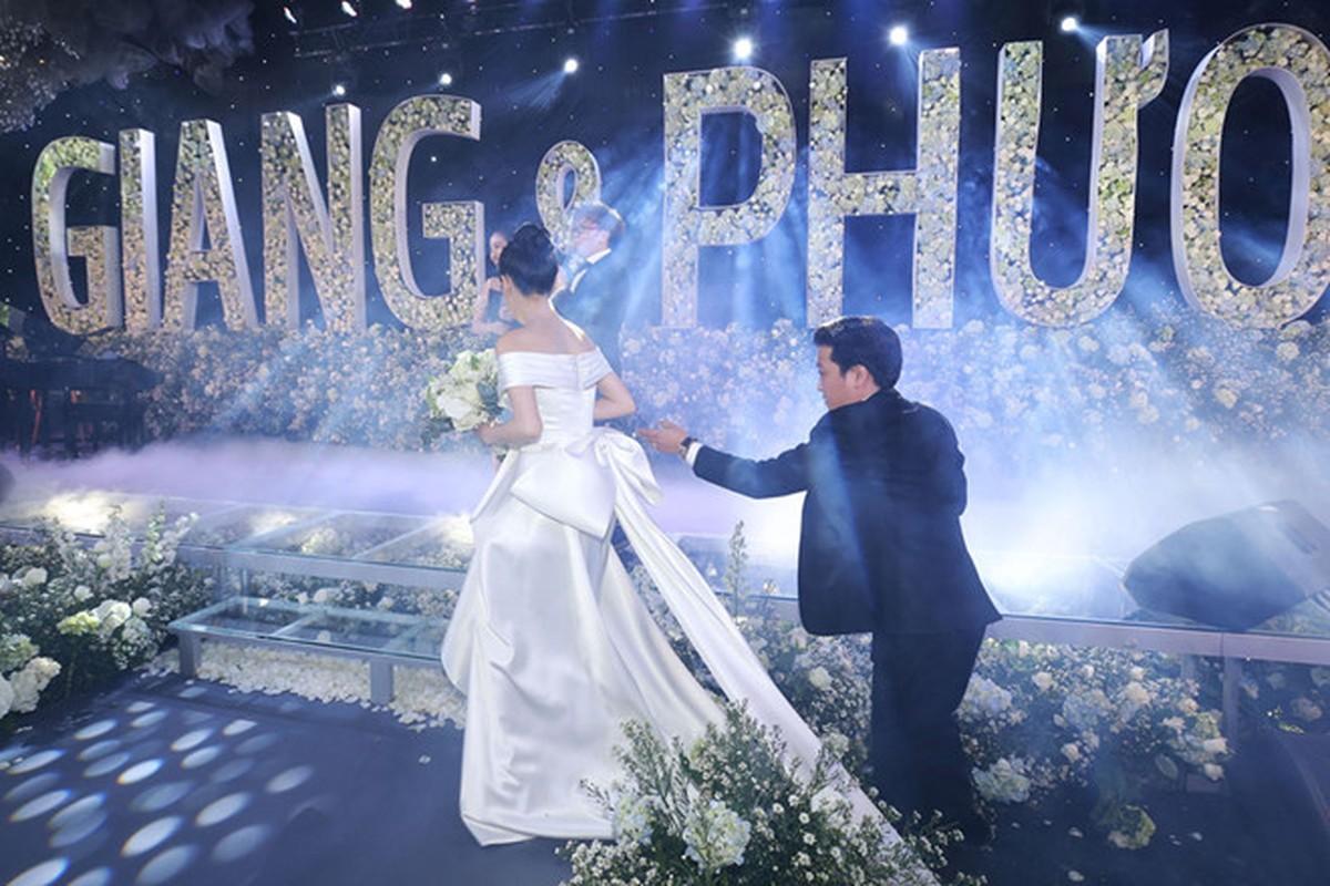 Hari Won mac lai vay cuoi cua Nha Phuong de di du su kien?-Hinh-2