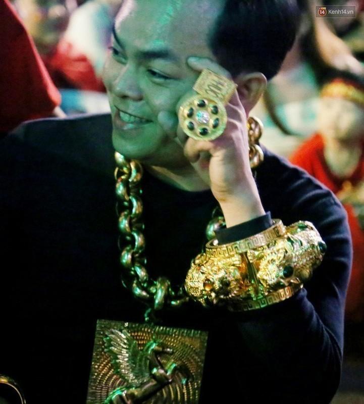 "Dai gia Phuc XO gay sot khi ""tau"" mu vang nang 2kg-Hinh-6"