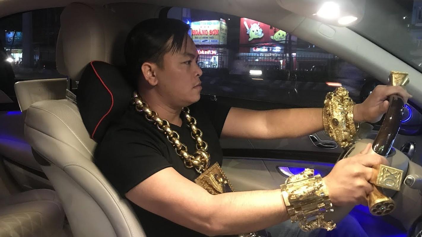 "Dai gia Phuc XO gay sot khi ""tau"" mu vang nang 2kg-Hinh-9"