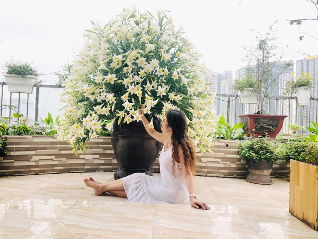Me Ha Thanh khoe binh hoa loa ken 1000 bong