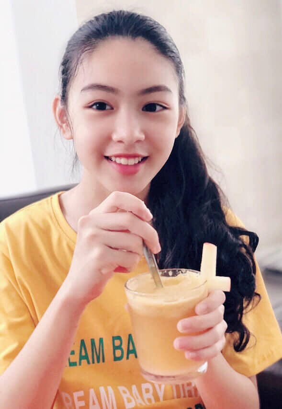 Con gai lon cua Quyen Linh duoc vi nhu ban sao Truong Ba Chi