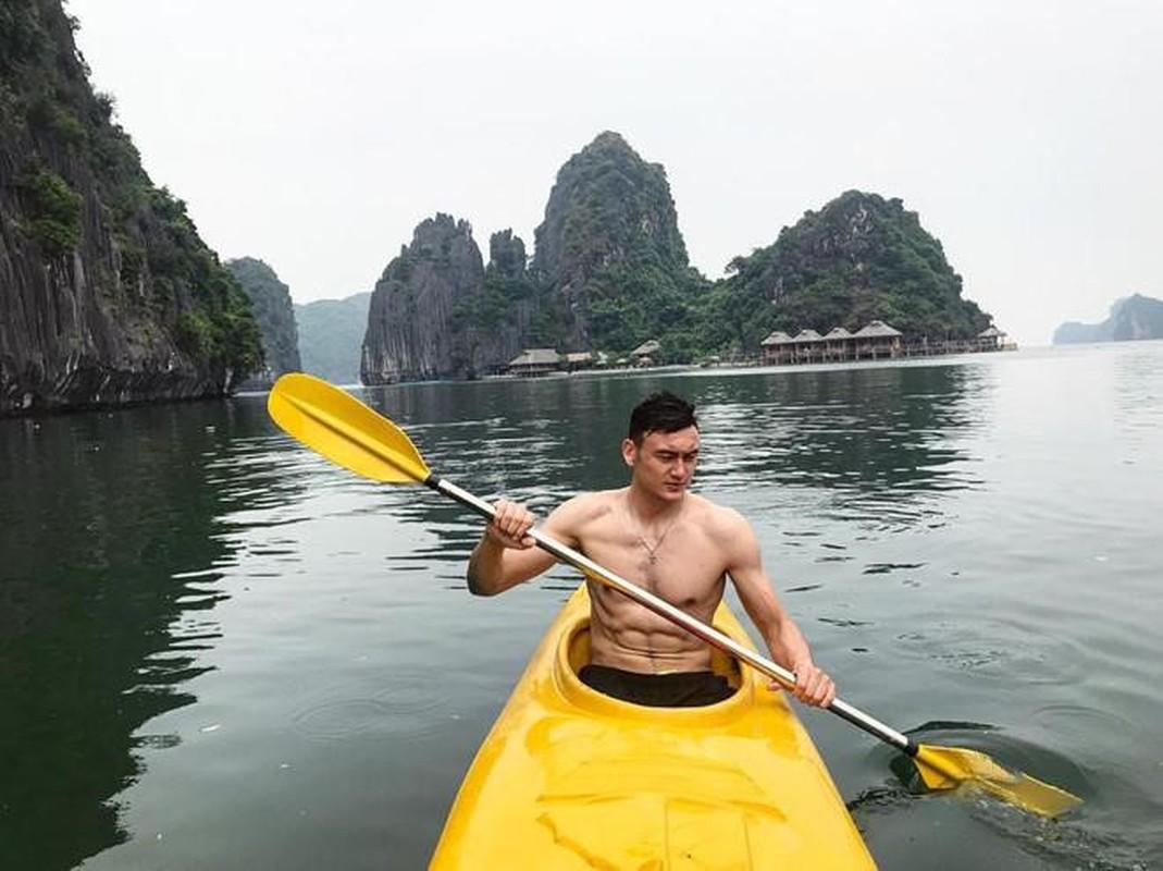 Hanh phuc nhu Van Lam, Duy Manh khi duoc ban gai het long cham soc-Hinh-3