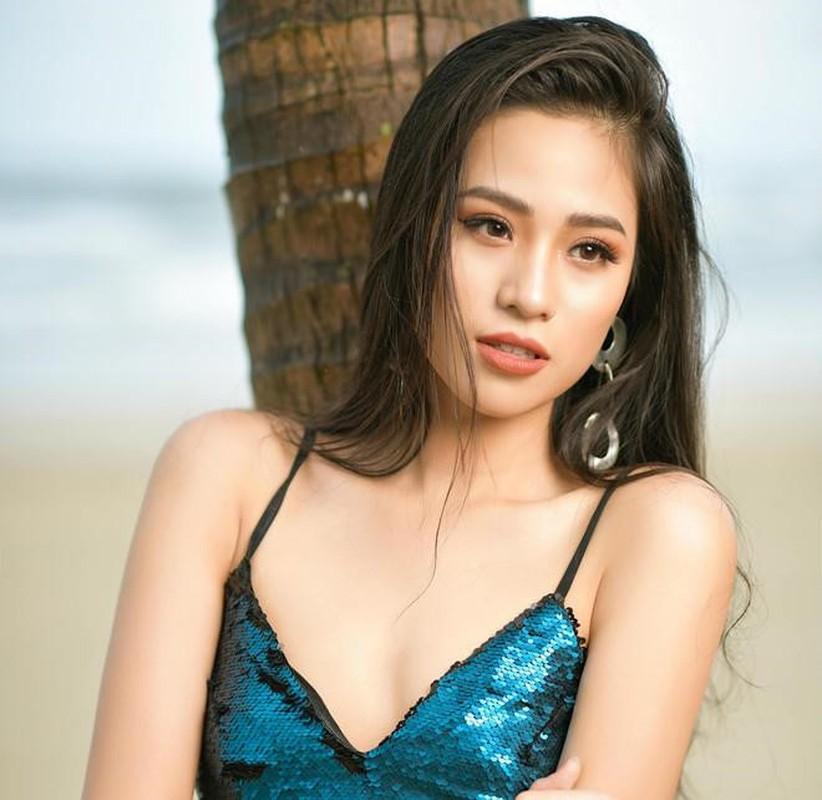 Ban gai Trong Dai U23 va dan hot girl tung du thi hoa hau