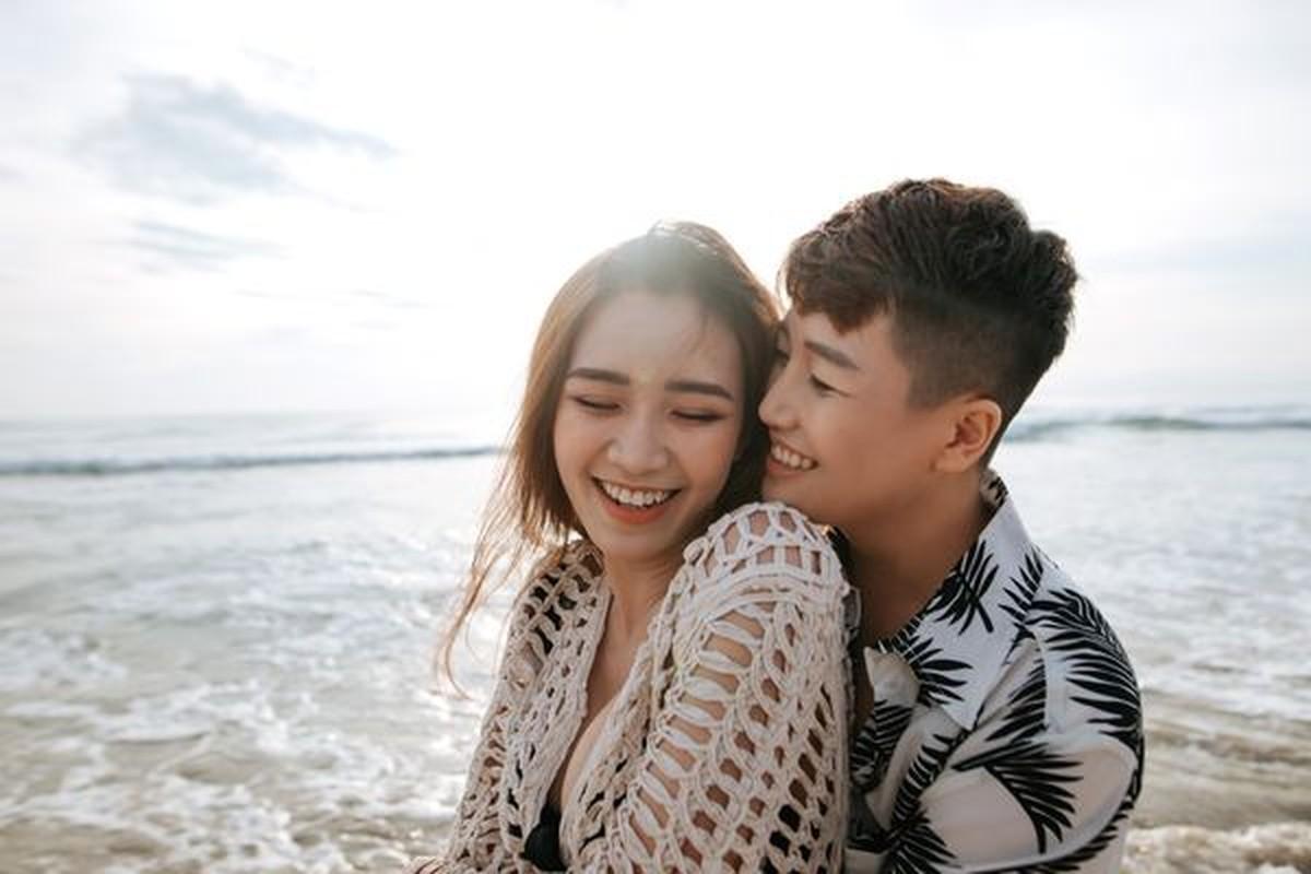 Cap doi LGBT noi tieng YunBin - Tu Tri tung anh cuoi lung linh