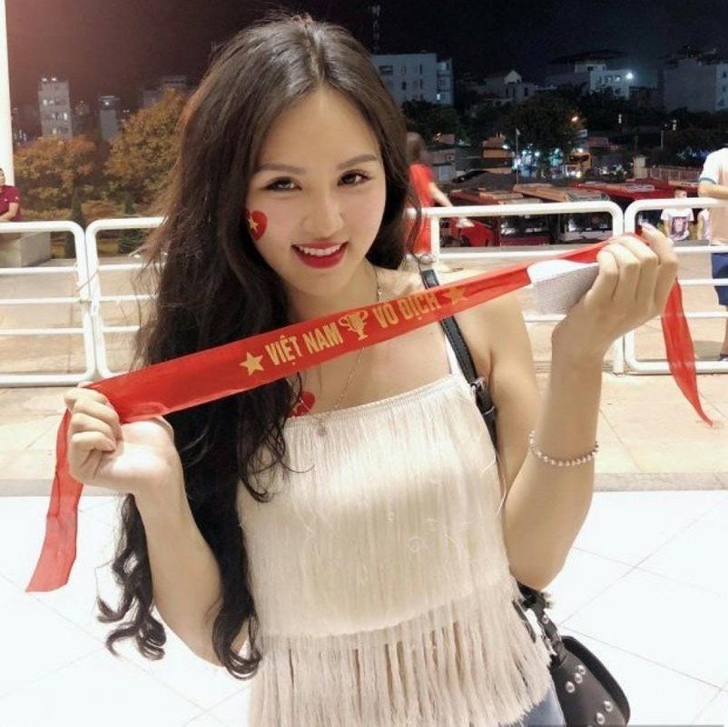 "Hot girl ""Nong cung World Cup 2018"" ke lai qua trinh dau don vi dao keo-Hinh-2"