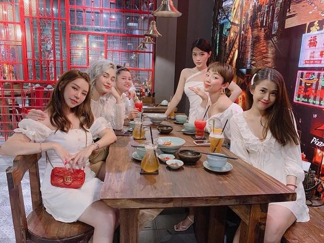 Ba nhom ban than chung minh: Con gai xinh, gioi thuong choi voi nhau-Hinh-3