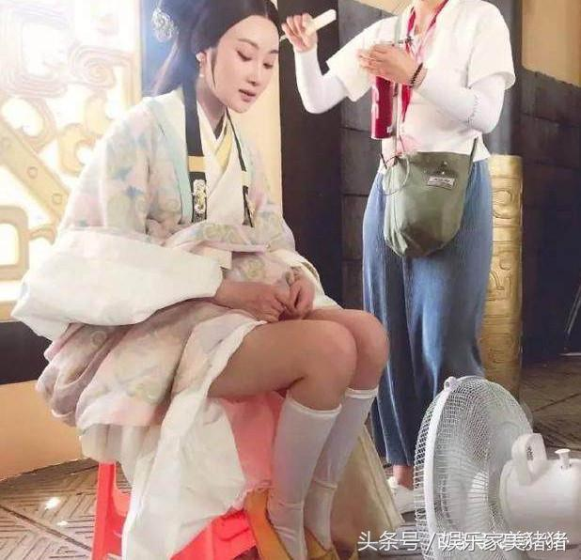 1001 kieu chong nang nong ba dao cua sao Hoa ngu tren phim truong-Hinh-2
