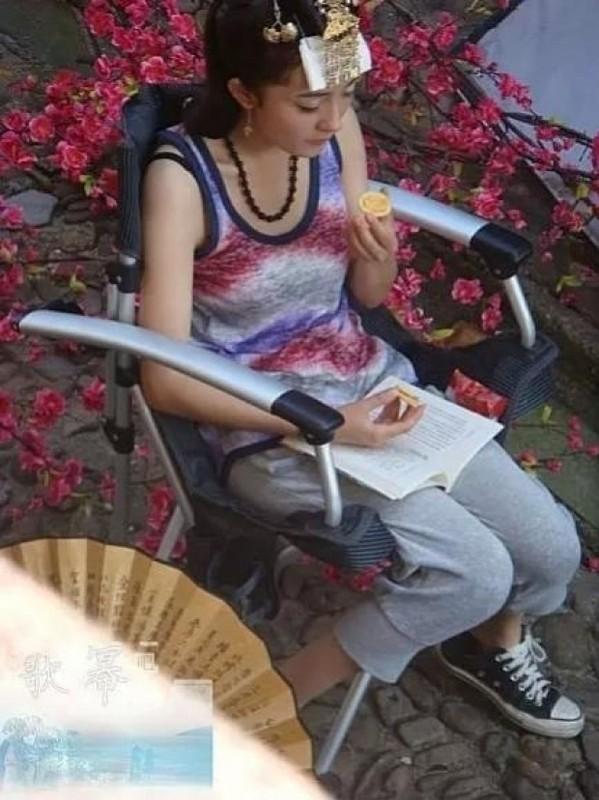 1001 kieu chong nang nong ba dao cua sao Hoa ngu tren phim truong-Hinh-5