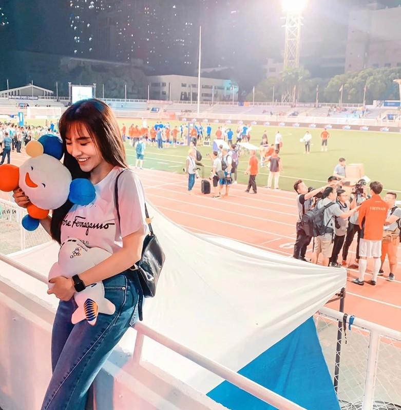 Ban gai Hoang Duc khoe eo thon gon co vu U23 Viet Nam-Hinh-7