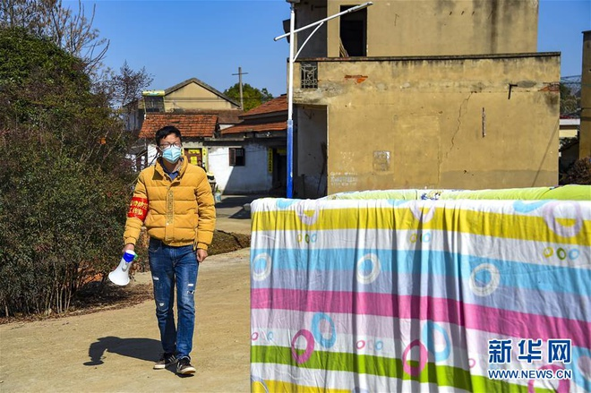 Nguoi Trung Quoc lac quan chua benh, sinh song giua dich virus corona-Hinh-8