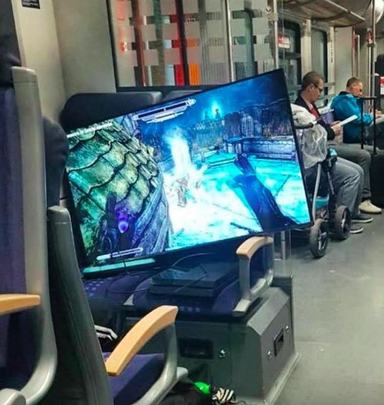 Chum anh hai huoc chung minh dieu gi cung co the xay ra tren tau dien-Hinh-5