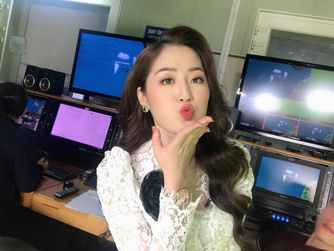Nu MC truyen hinh o Quang Ninh duoc menh danh 'hot girl thoi tiet'-Hinh-4