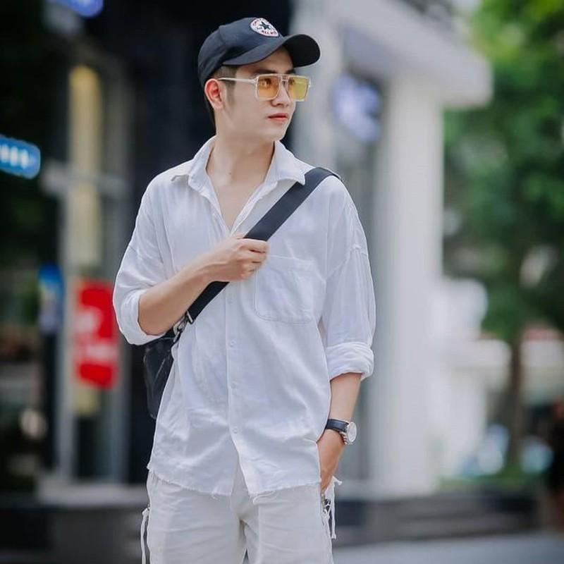 Hot boy canh sat noi tieng tren mang nho hat hay, dan gioi-Hinh-5
